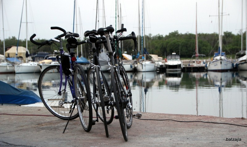 Po enajstih urah - trije bicikli na cilju.