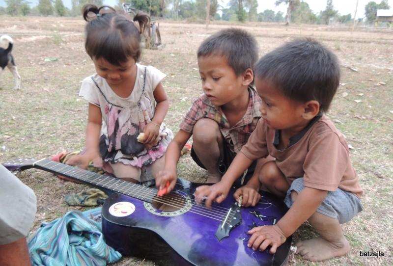 Mladi kitaristi.