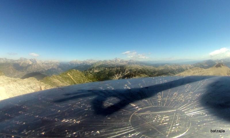Razgled z vrha Krna proti Triglavu.