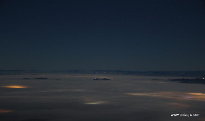Šmarna Gora, tam nekje daleč zadaj Snežnik.