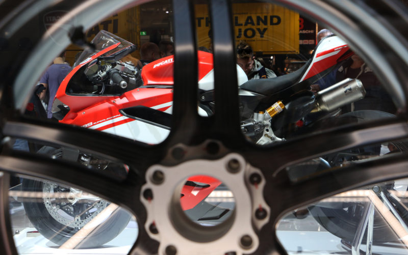 Ducati 1299 Superleggera, drugič - tokrat skozi lahko platišče.