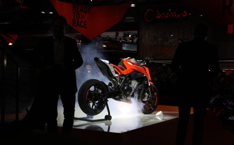 Prototipni KTM 790 Duke oznanja novo generacijo oranžnih motociklov z dvovaljnim vrstnim agregatom.